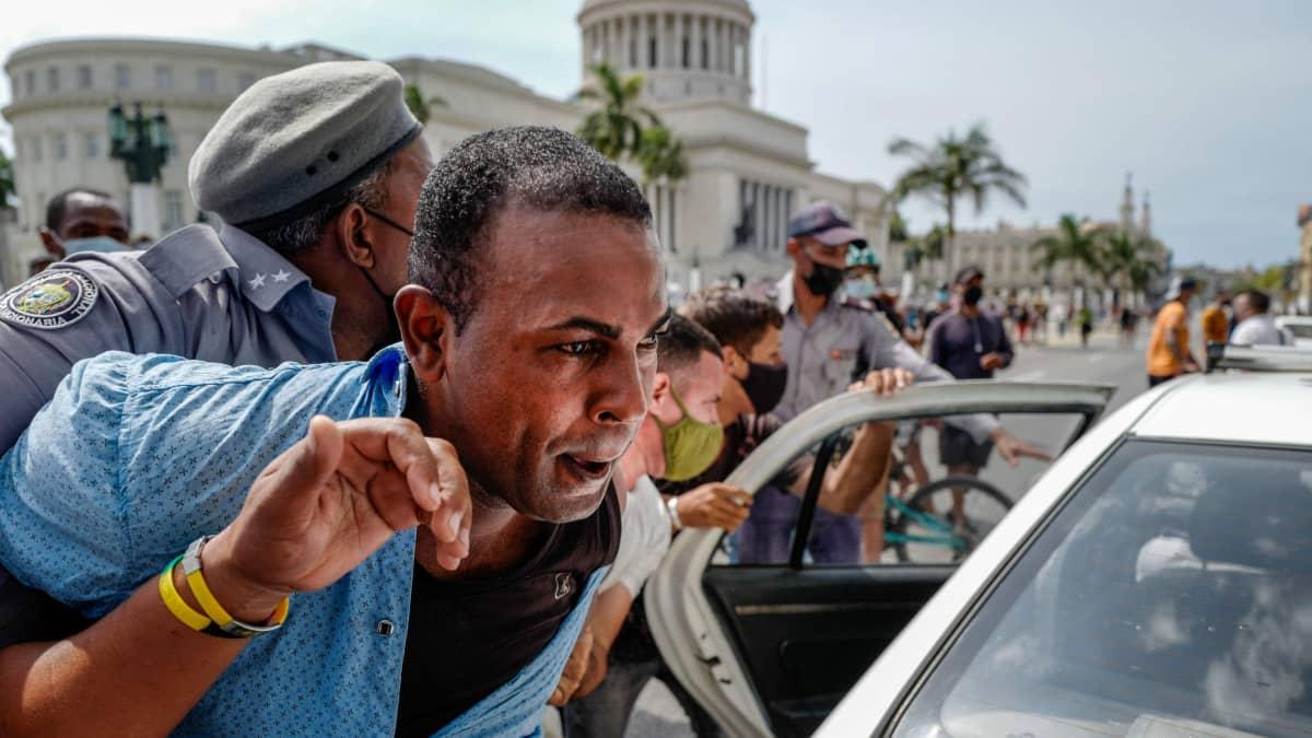 Kuubassa protestoidaan hallintoa vastaan