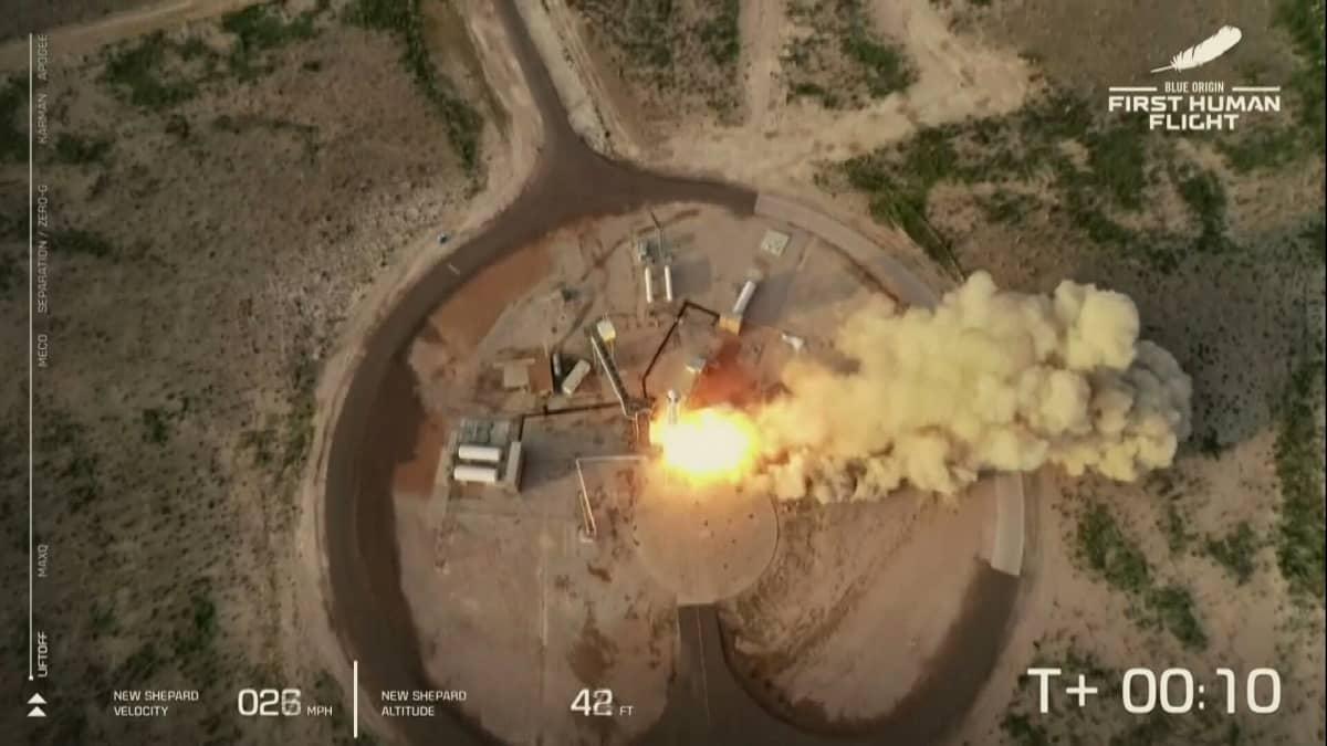Miljardööri Jeff Bezos kävi pikavisiitillä avaruudessa