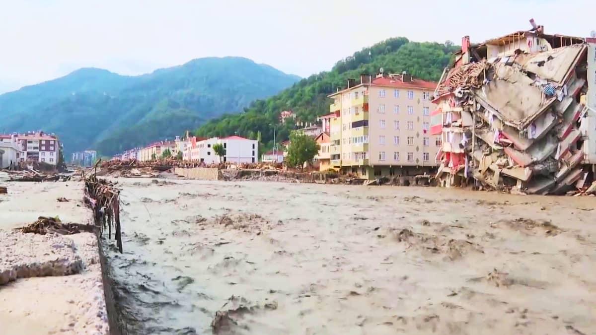 Tulvat ovat runnelleet Mustanmeren aluetta Turkissa