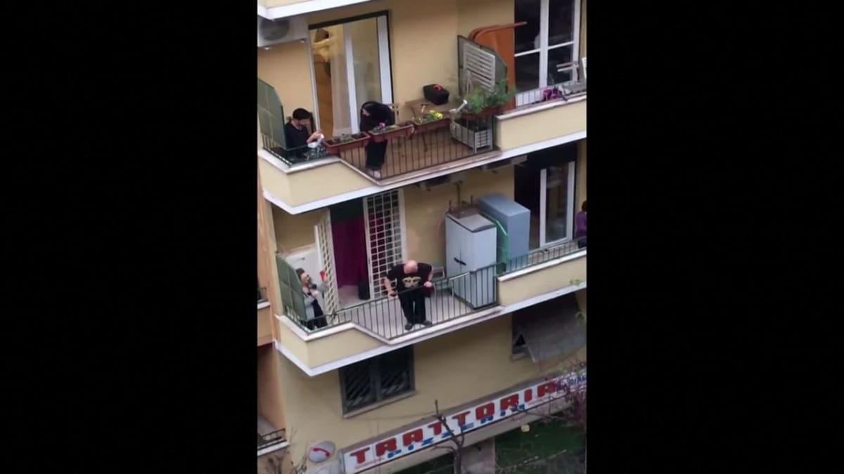 Näin italialaiset laulavat karanteenissa