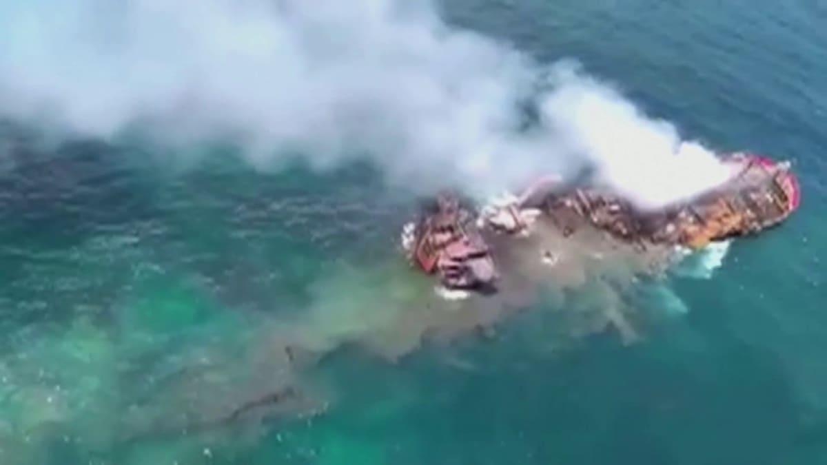 Sri Lankan edustalla oleva rahtialus X-Pearl on uppoamassa