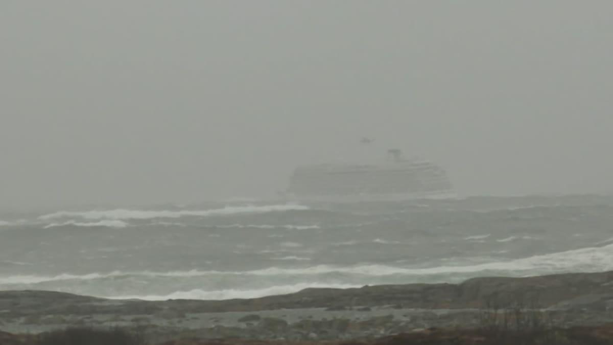 Risteilyalus joutui merihätään Norjan rannikolla