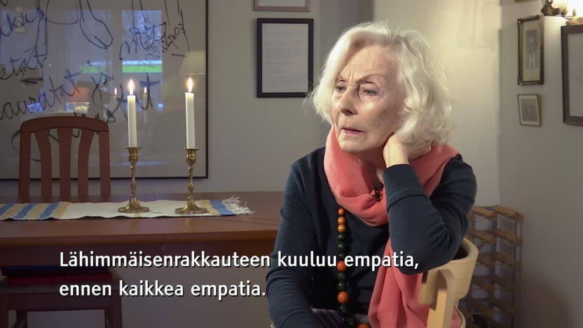 Näyttelijä Seela Sellan elämänohje: Näe näkymätöntä, tunne tuntematonta, koe kokematonta