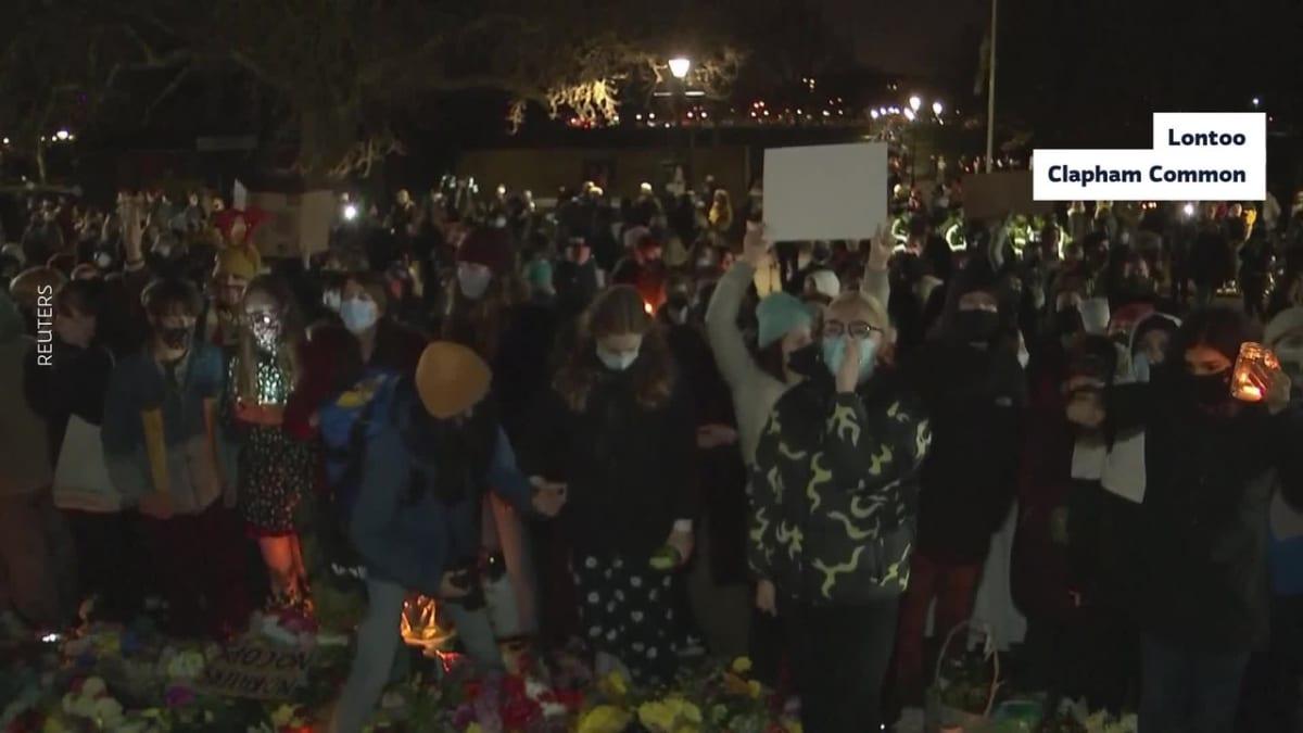 Lontoossa ihmiset kokoontuivat muistamaan väkivallan uhriksi joutuneita naisia