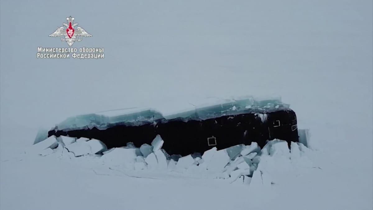Venäjän sukellusveneet nousivat pintaan arktisella alueella