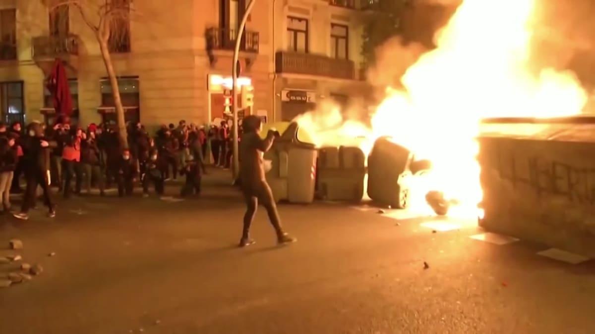 Espanjassa poliisi ja mielenosoittajat ottivat jälleen yhteen