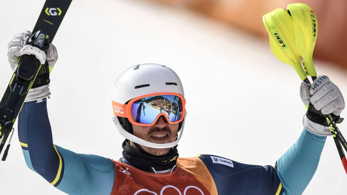 Andre Myhrer juhlii olympiakultaa.