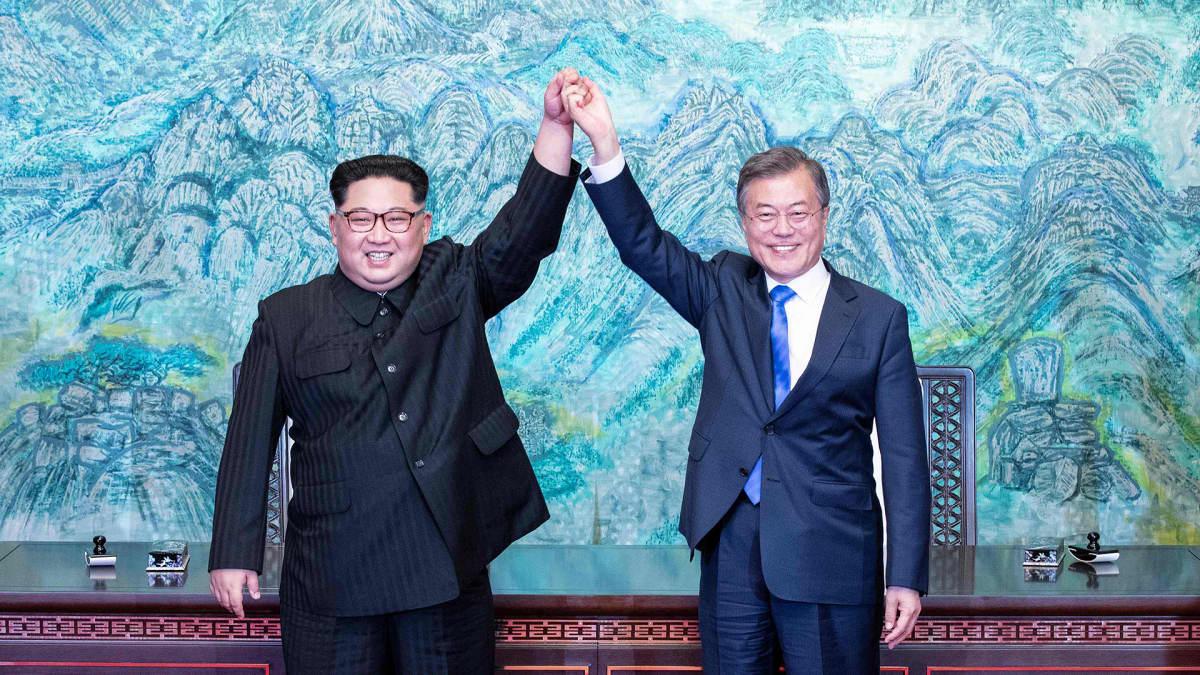 Pohjois-Korean johtaja Kim Jong-un ja Etelä-Korean presidentti Moon Jae-in
