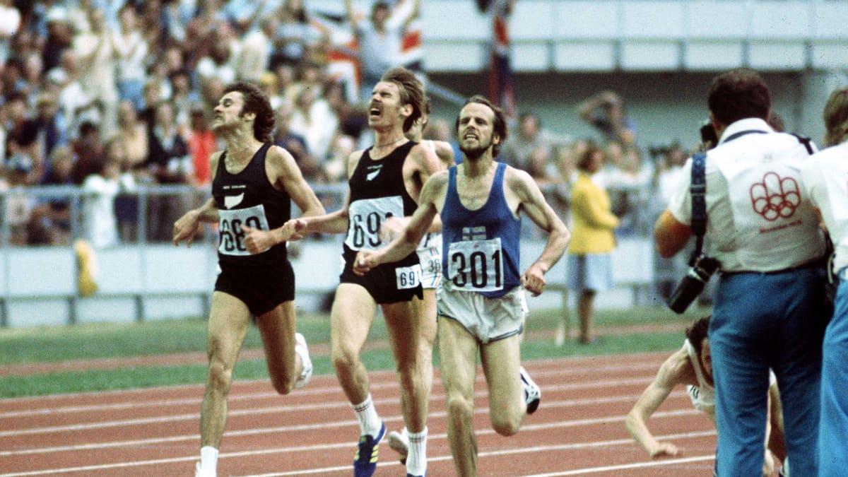 Lasse Viren vireen saapuu voittajana maaliin vuoden 1976 Montrealin olympiakisoissa, Dick Quax kirii toiseksi.