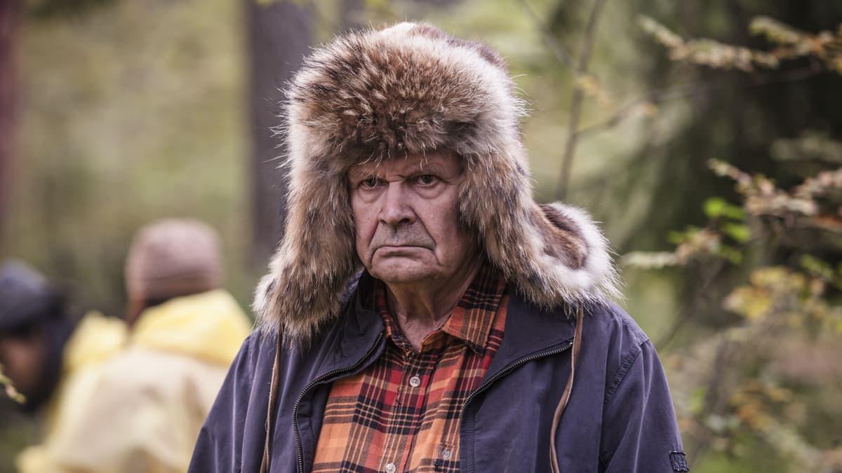 Heikki Kinnunen elokuvassa 'Ilosia aikoja, Mielensäpahoittaja'.