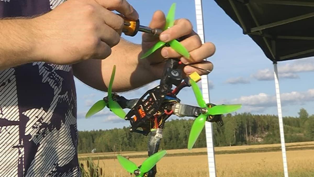 Robottilennokki eli drone.