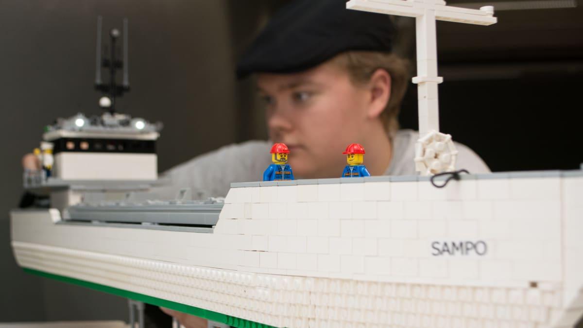 Legotaitelija Mikael Falin