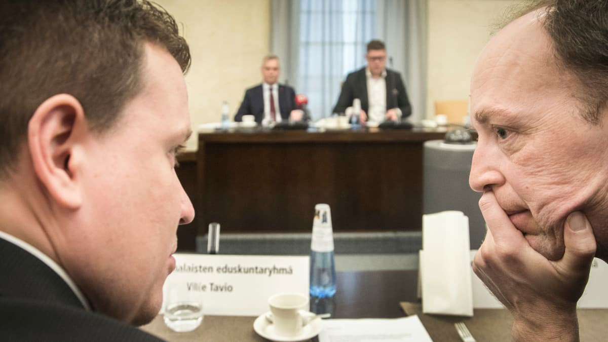 Jussi Halla-Aho (oik) ja Ville Tavio (vas). keskelläntti Rinne ja Antti Lindtman.