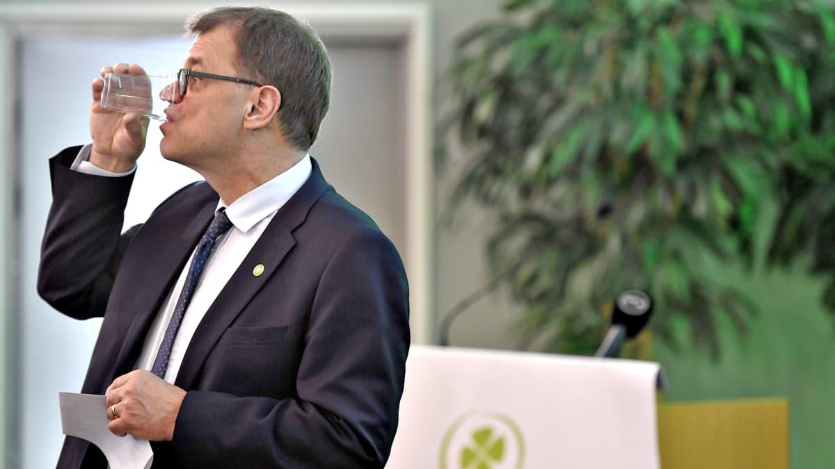 Keskustan puheenjohtaja Juha Sipilä keskustan puoluevaltuuston vuosikokouksessa Riihimäellä lauantaina 27. huhtikuuta.
