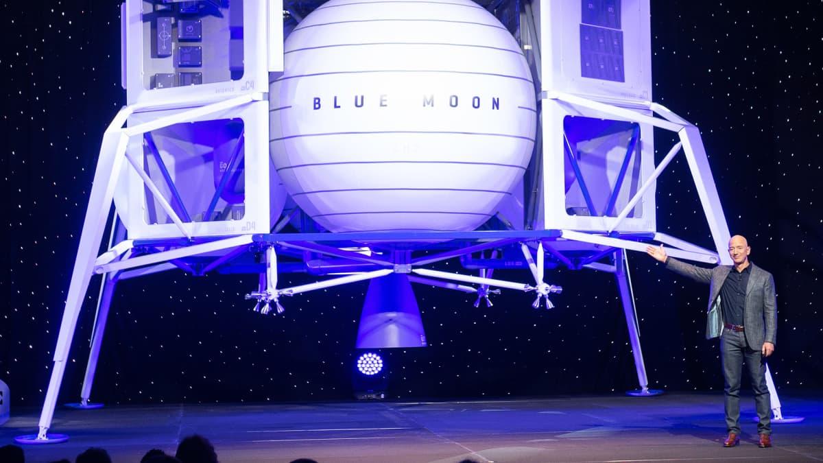 Jeff Bezos esittele Blue Moon kuualusta Washingtonissa.