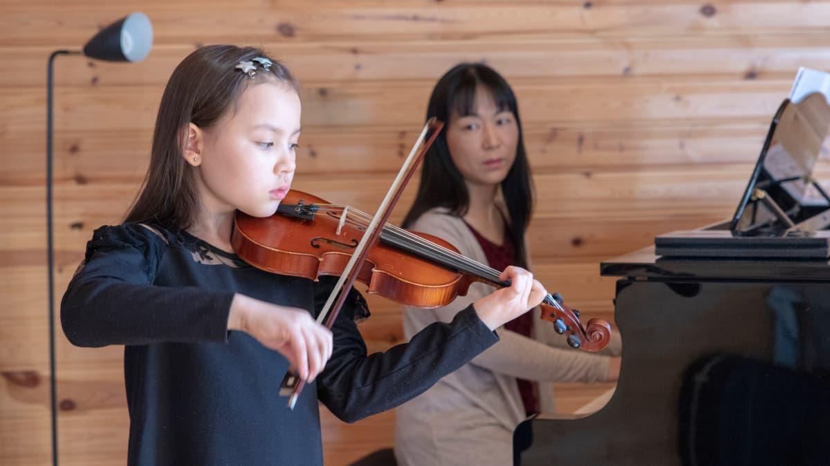 Leea ja äitinsä Kazuyo Ueno-Mattila.
