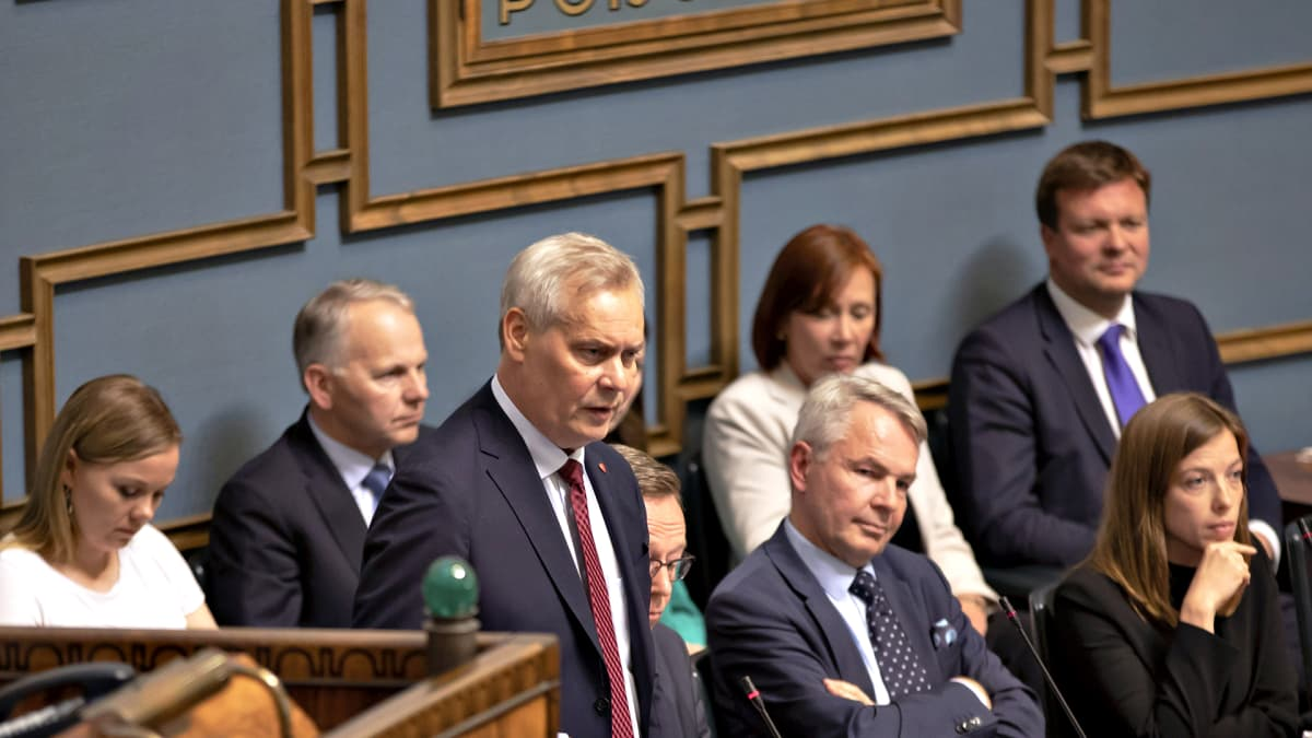 Pääministeri Antti Rinne puhuu eduskunnan suullisella kyselytunnilla Helsingissä 27. kesäkuuta 2019.