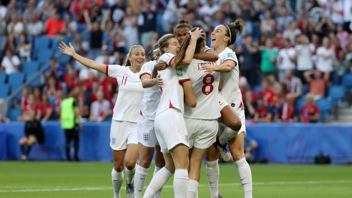 Englanti juhli avausmaaliaan Norjaa vastaan MM-puolivälierässä.