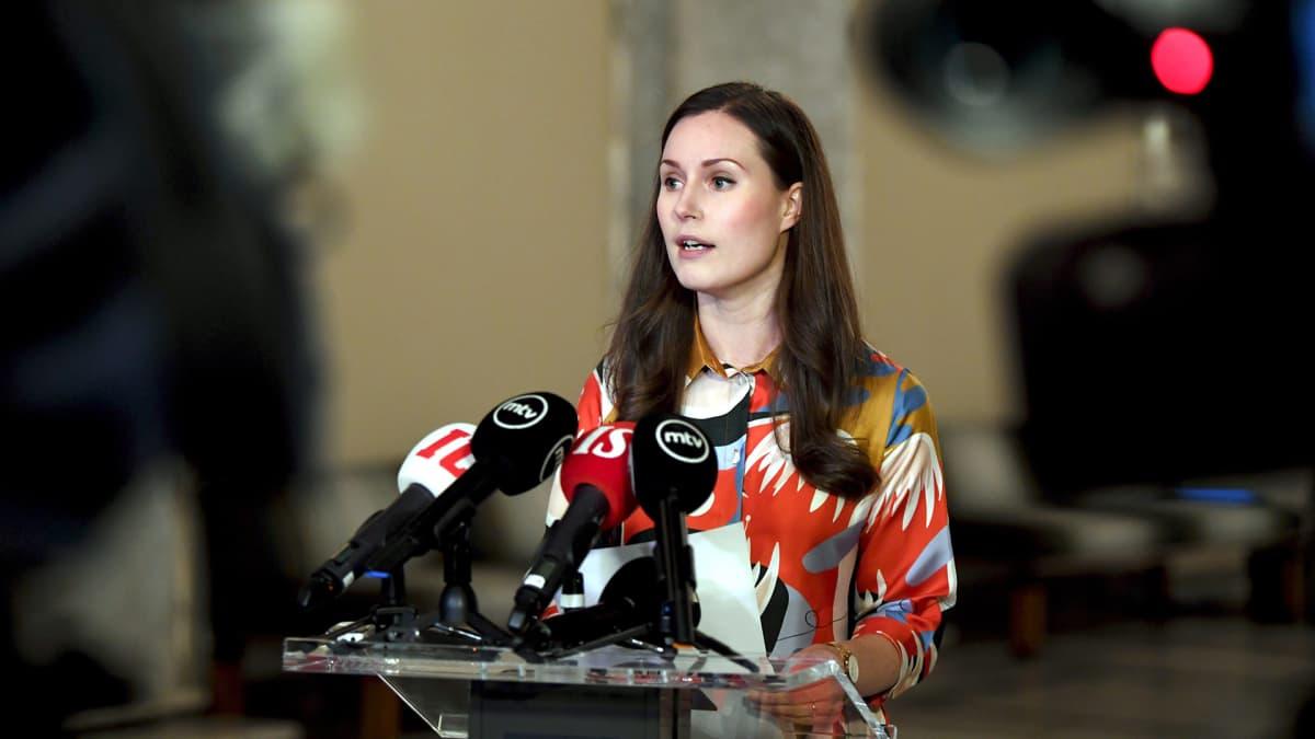 Pääministeri Sanna Marin piti eduskunnan valtiosalissa Helsingissä lyhyen tiedotustilaisuuden hallituksen al-Hol -linjauksesta 16. joulukuuta.