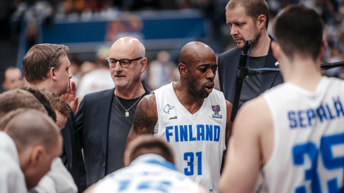 Suomen miesten koripallomaajoukkue Serbia EM-karsinta