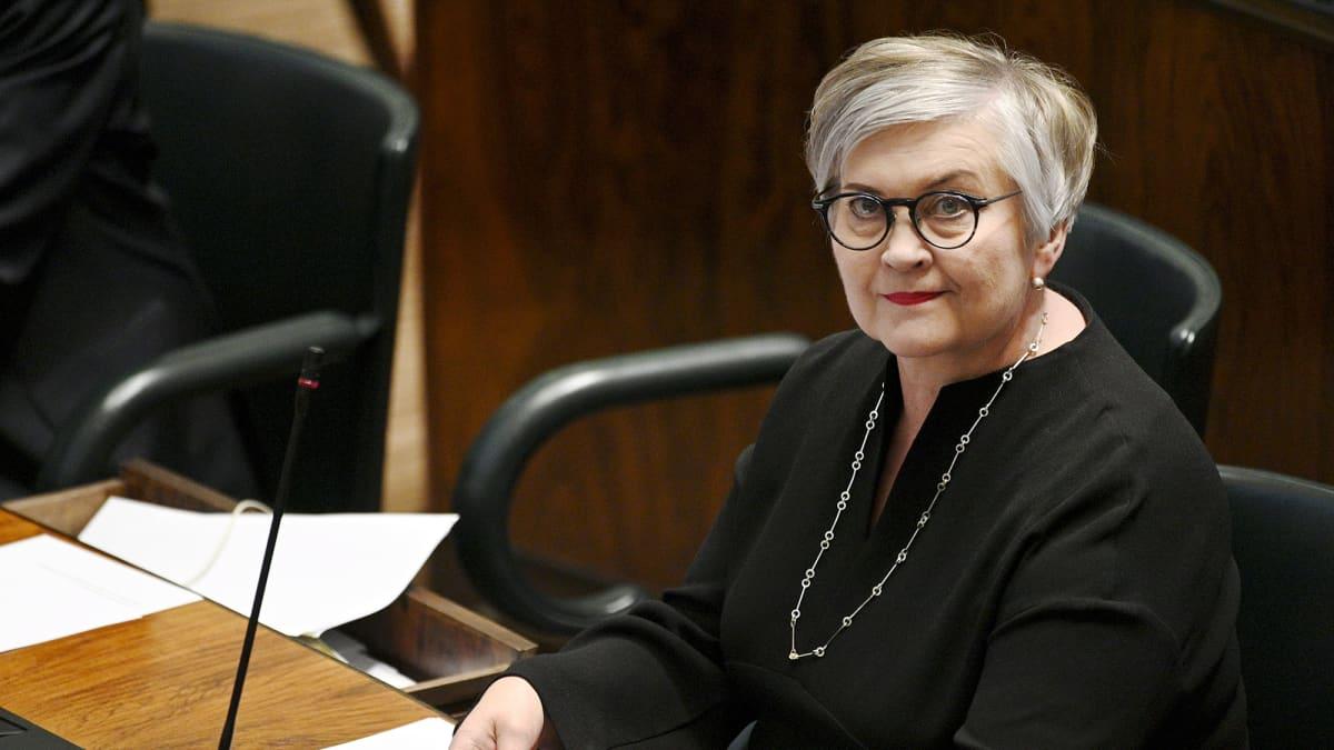 Kuvassa on kansanedustaja Anu Vehviläinen.