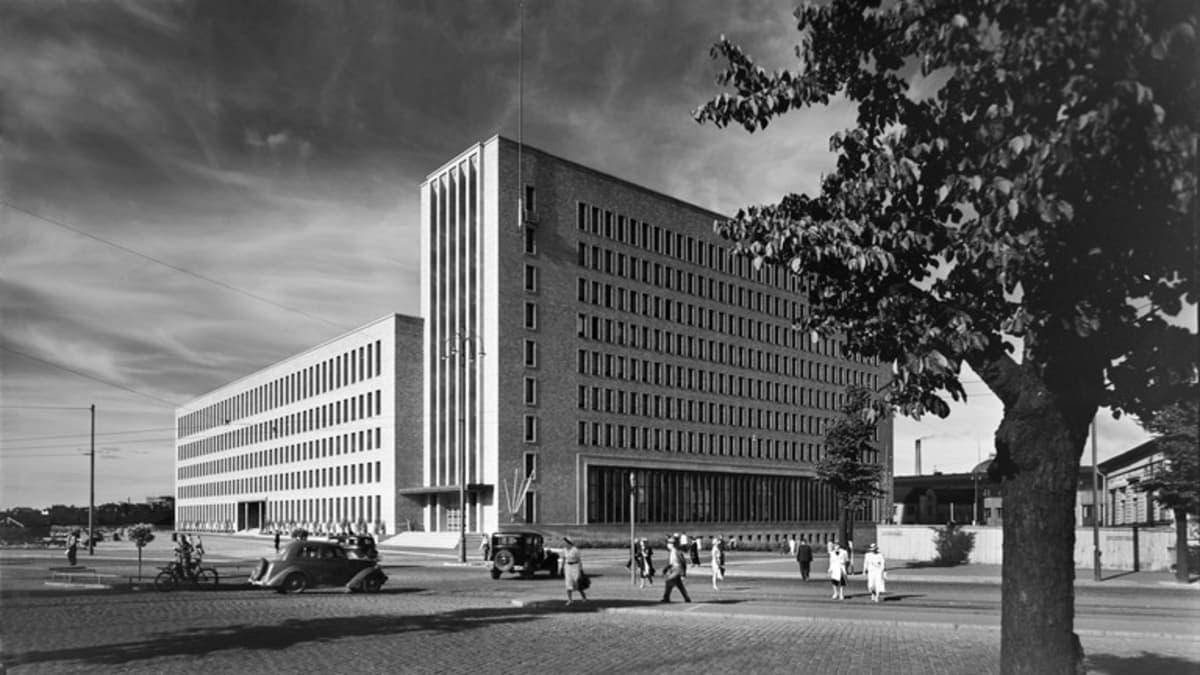 Mustavalkoinen kuva vuodelta 1938, jolloin Helsingin Postitalo valmistui.