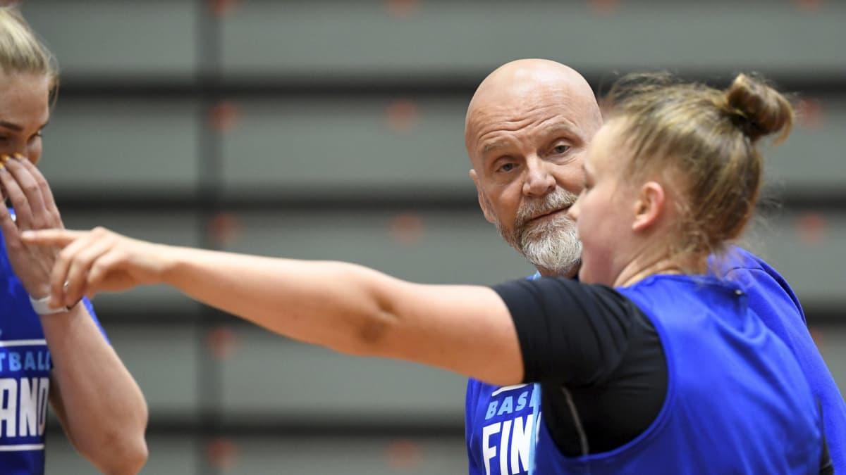 Susiladies, Pekka Salminen