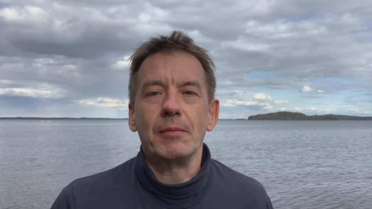 Ylen ulkomaantoimittaja Mika Mäkeläinen
