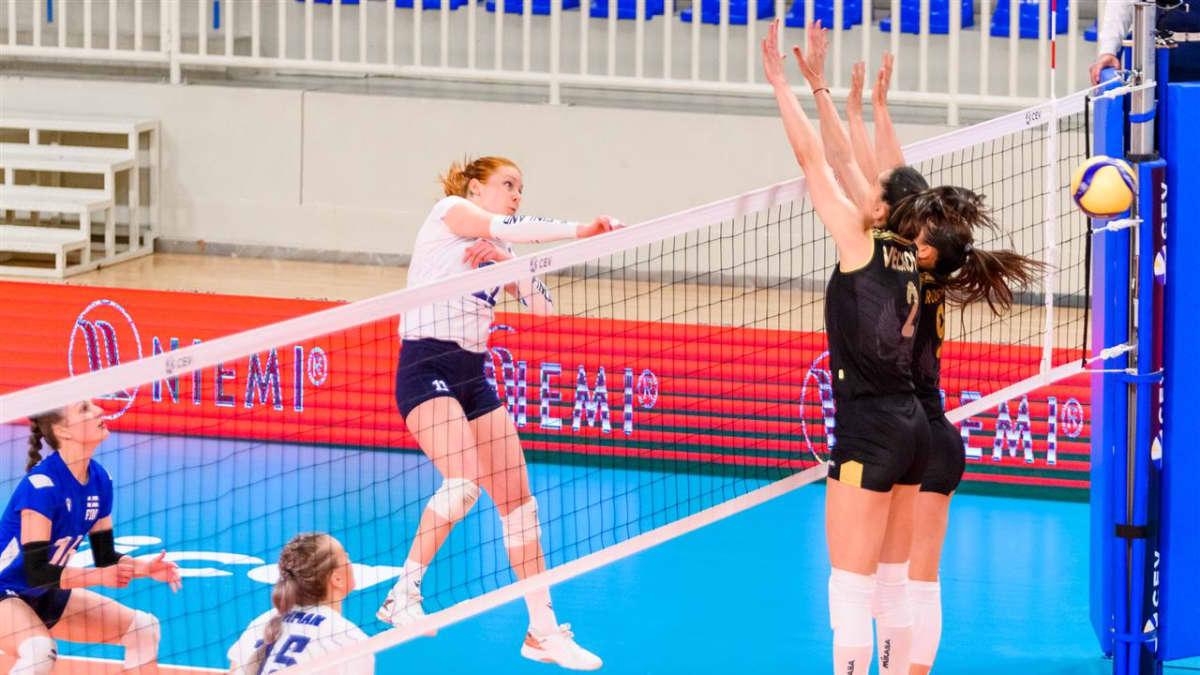 Suomen naisten lentopallomaajoukkue taisteli Montenegron nurin viisieräisessä trillerissä