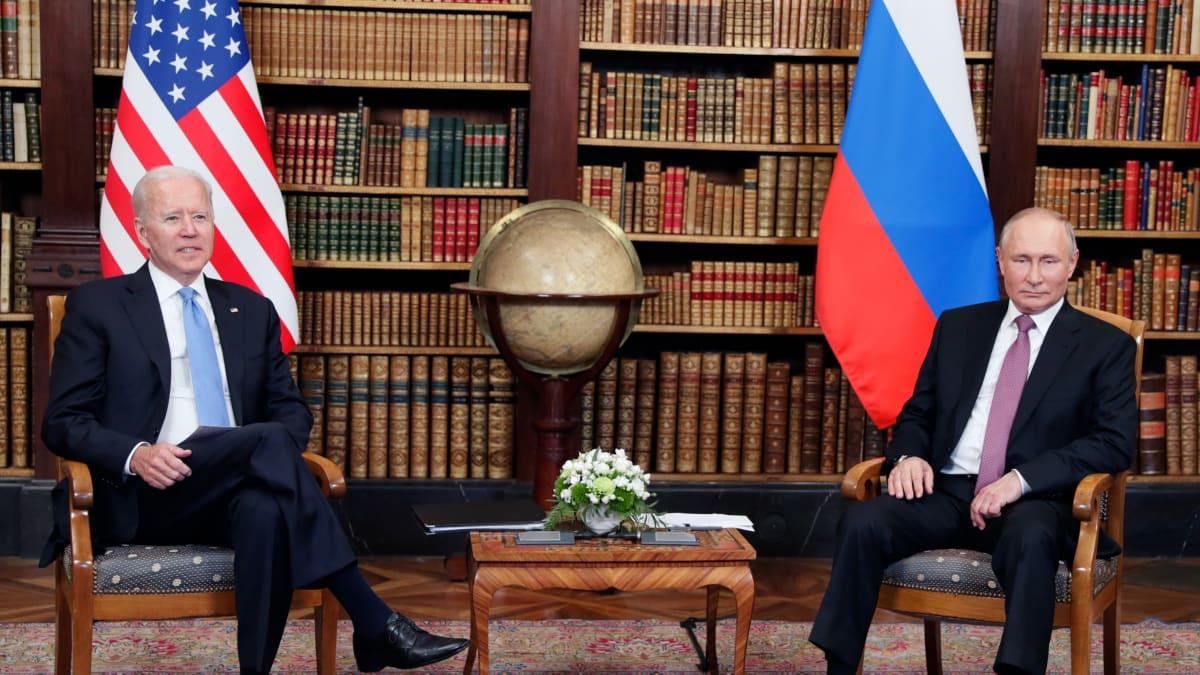 Yhdysvaltain ja Venäjän presidentit ennen neuvotteluja.