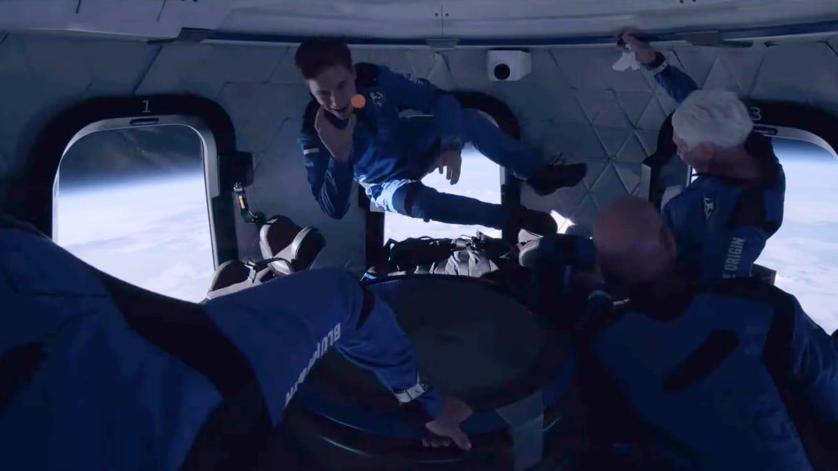 New Shepard -aluksen matkustajat nauttivat lyhyestä painottomuuden tilasta.