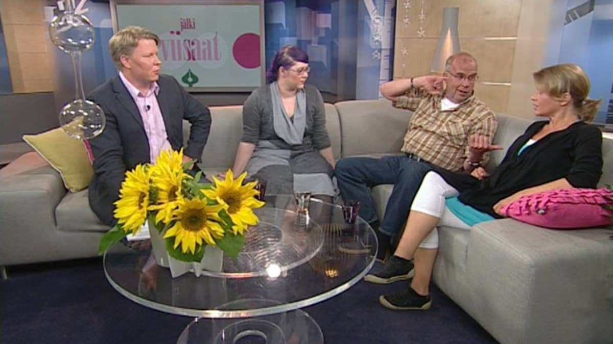 Jälkiviisaat puivat viikon tapahtumia Aamu-tv:ssä 1. heinäkuuta 2011.