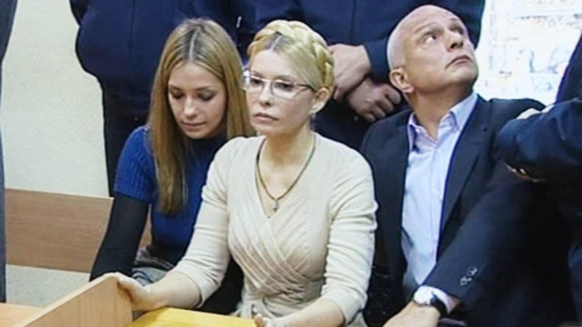 Julia Timoshenko asianajajineen oikeudenkäynnissä