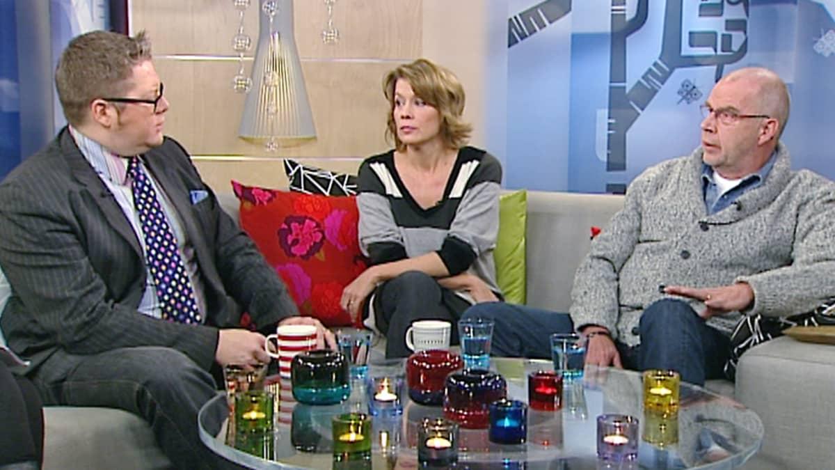 Jan Erola, Jeanette Björkqvist ja Kalle Isokallio panivat viikon tärkeimmät aiheet paikalleen joulukuun aluksi.