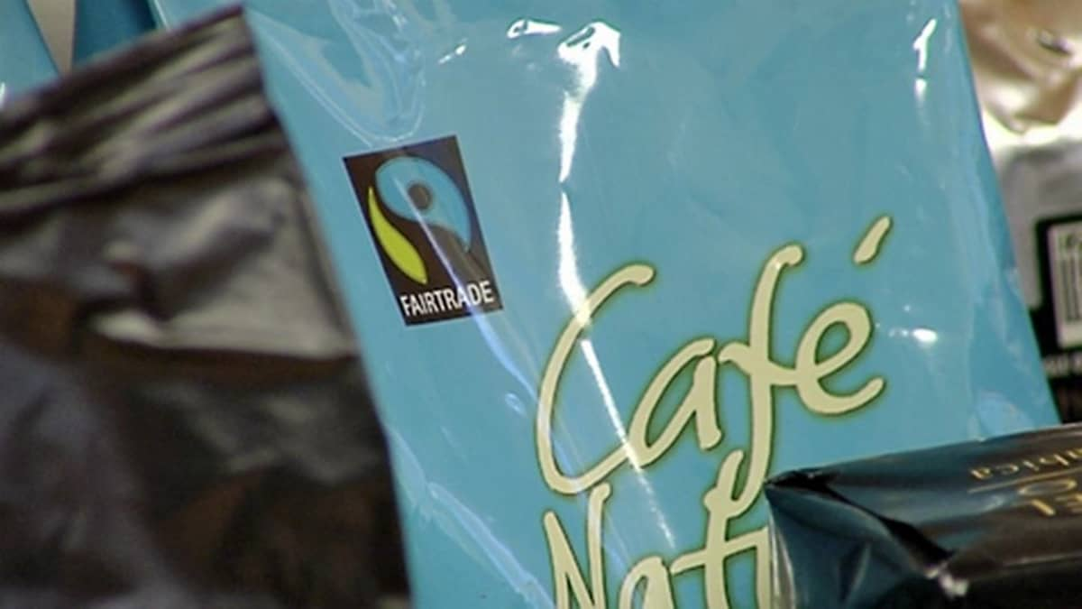 Kahvipakkaus, jossa on Reilun kaupan symboli.