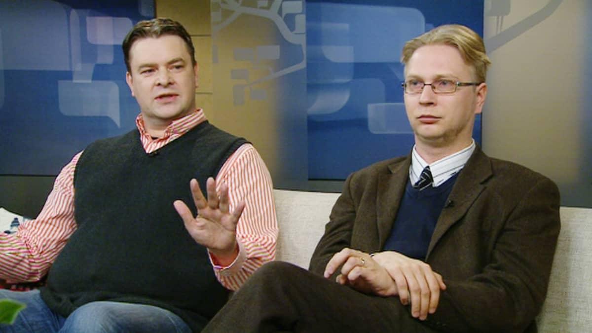 Aamu-tv:n vieraina olivat Liberalismin petos -pamfletin kirjoittajat Tommi Melender ja Timo Hännikäinen.