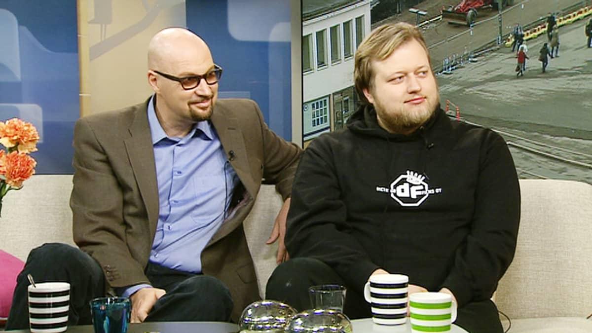 Käsikirjoittaja Juha Vuorinen ja ohjaaja Lauri Maijala vierailivat Aamu-tv:n studiossa.