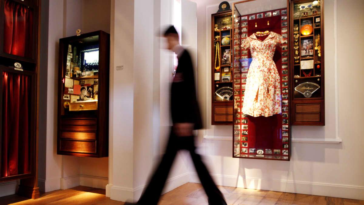 Viattomuuden museon näyttelyesineitä museossa.