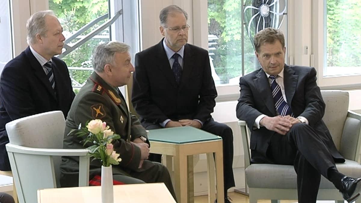 Venäjän asevoimien päällikkö kenraali Nikolai Makarov ja presidentti Sauli Niinistö.