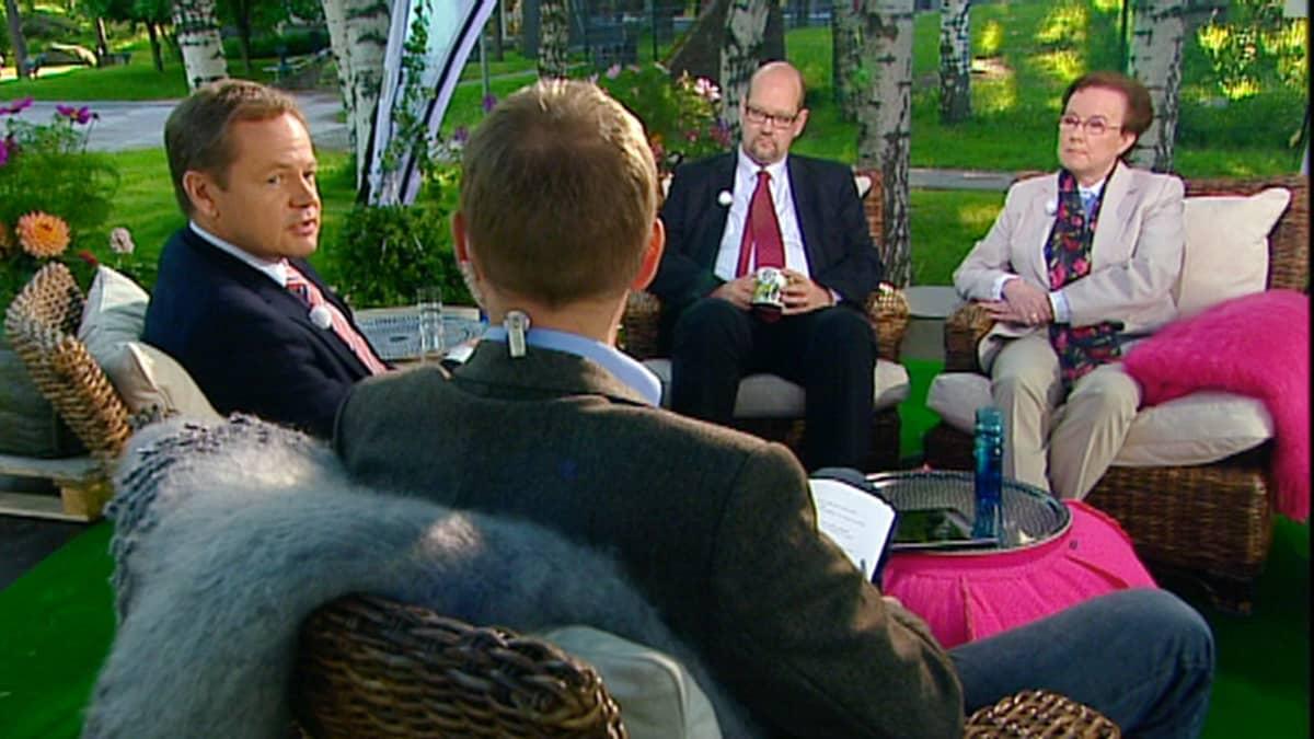 Talouden tuntijat Vesa Puttonen, Seija Ilmakunnas jaJaakko Kiander 13.6.2012.