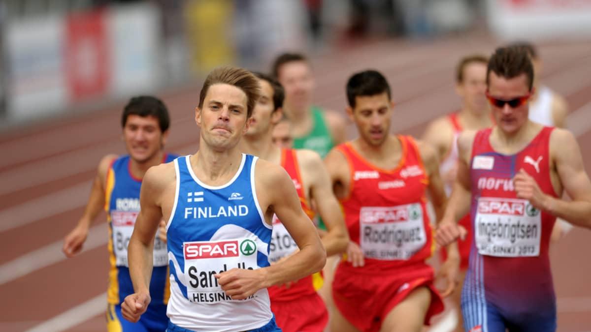 Niclas Sandells juoksee voittoon alkuerässä.