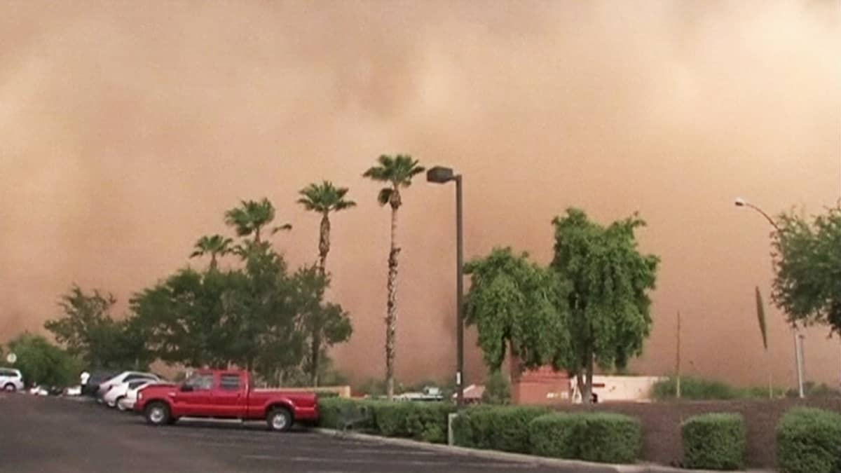 Hiekkamyrsky Phoenixin alueella Arizonan osavaltiossa 21. heinäkuuta 2012.