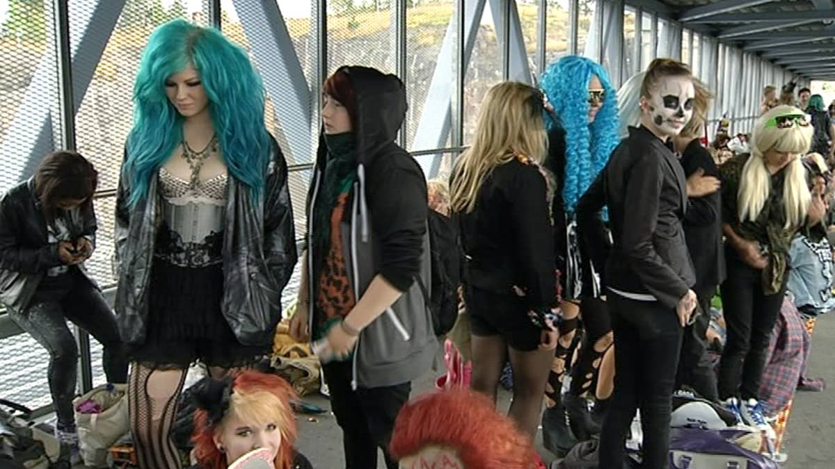 Lady Gagan faneja ennen konsertin alkua.