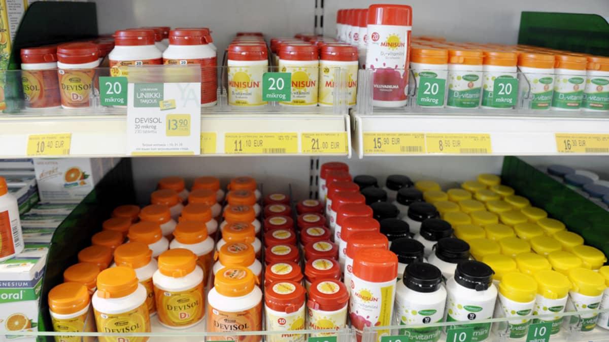 D-vitamiinivalmisteita myynnissä helsinkiläisessä apteekissa.