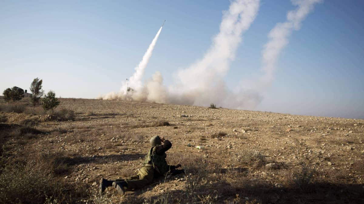 Israelilaisesta Beer Shevan kaupungista laukaistiin raketteja vastaiskuna Gazasta tehdylle ilmaiskulle 15. marraskuuta 2012.