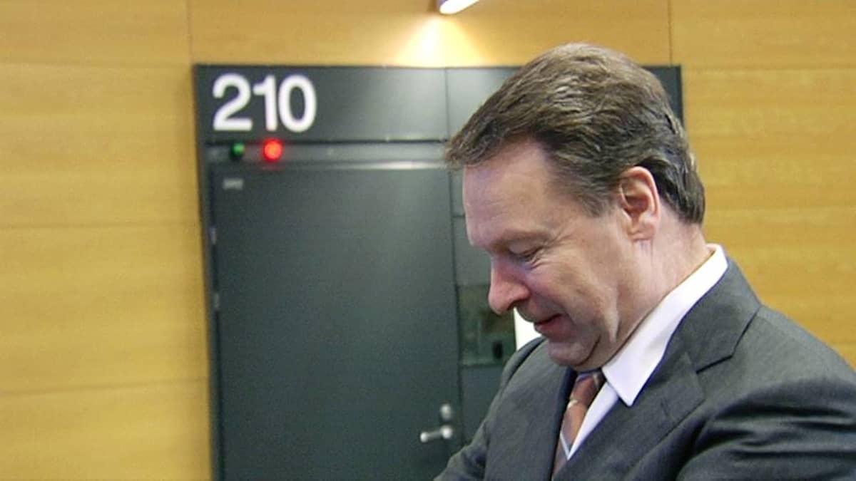 Ilkka Kanerva valokuvassa vuonna 2011.