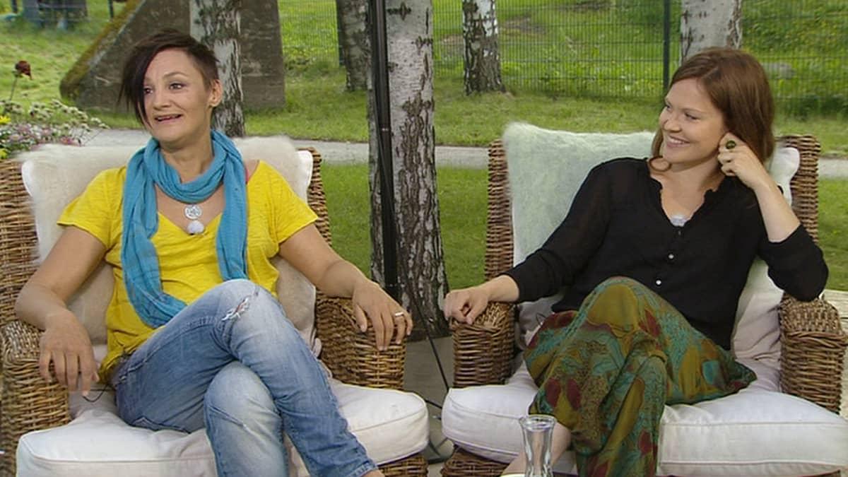 Pia Asikainen ja Lotta Kaihua.