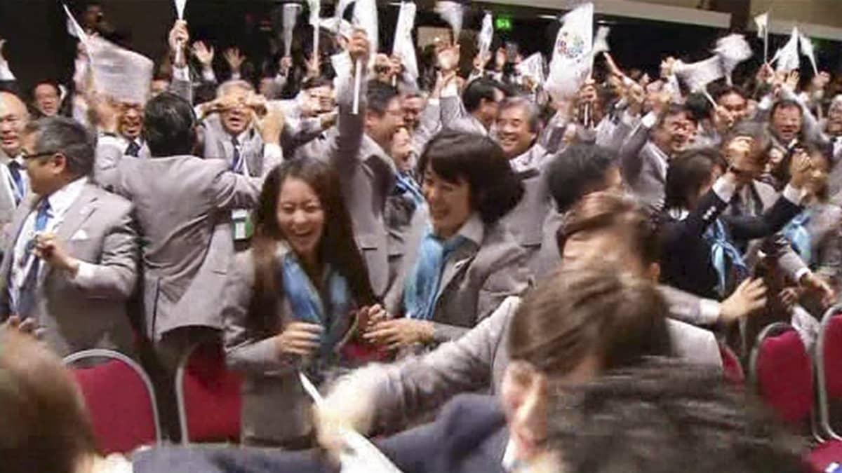 Juhlivia japanilaisia.