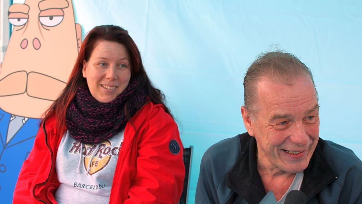Mari Muhonen ja Reijo Kinnunen radiohaastattelussa.