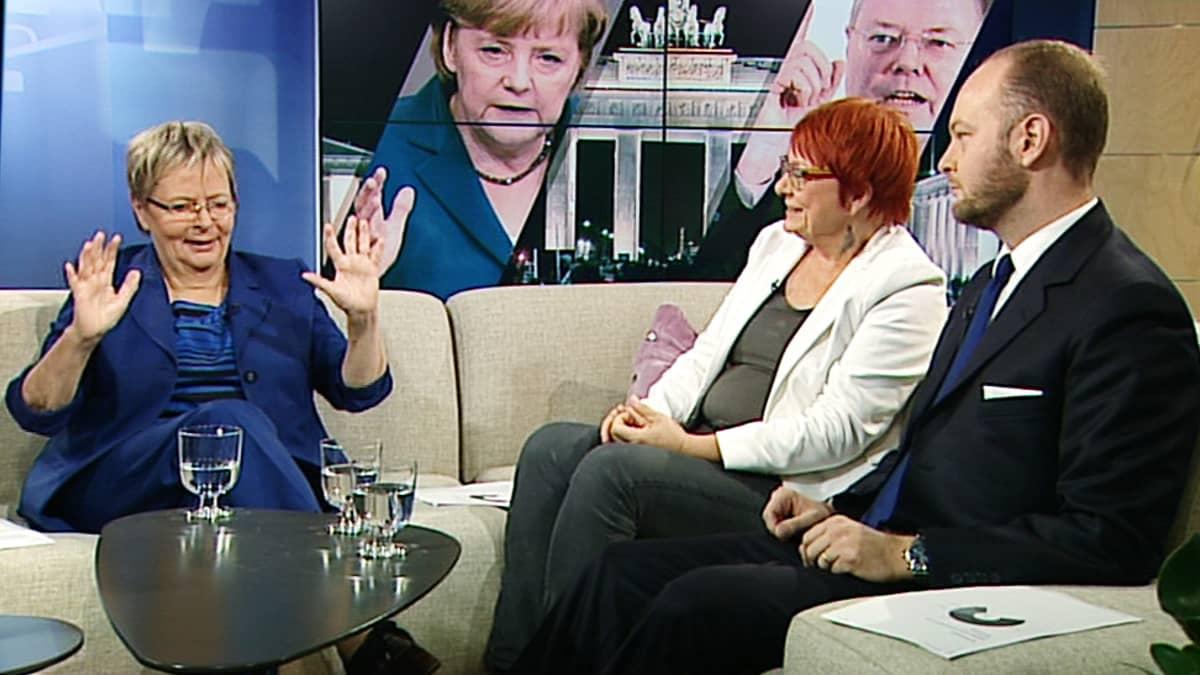 Liisa Jaakonsaari, Tarja Cronberg ja Sampo Terho.